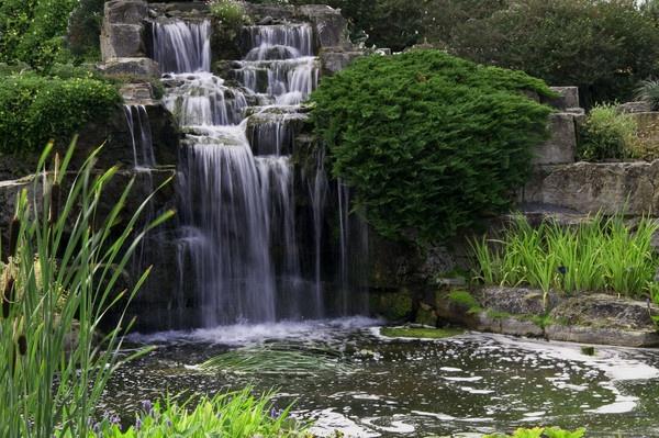 Waterfall at Kew by gasah
