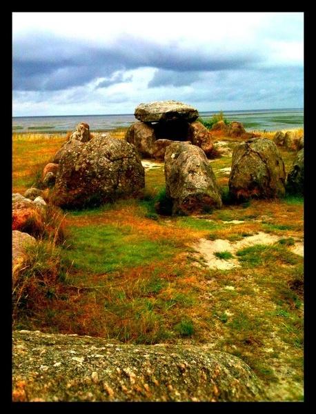 2010-07-26 dolmen by nellabella