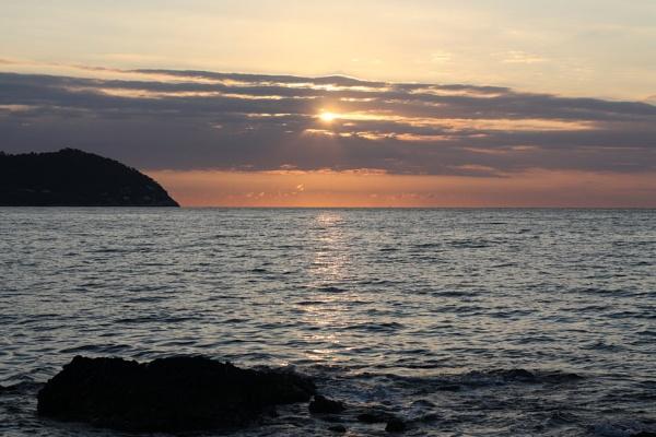 Majorcan sunrise by glenheg