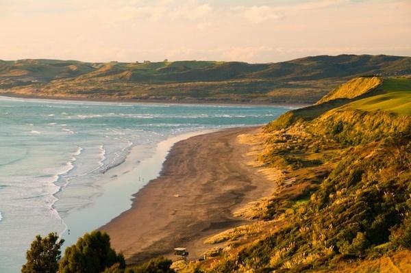 Ngarunui Beach, Raglan, New Zealand by Dukie