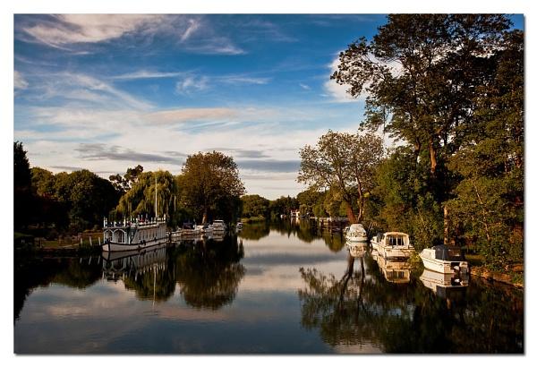 Streatley Bridge by chrisfroud