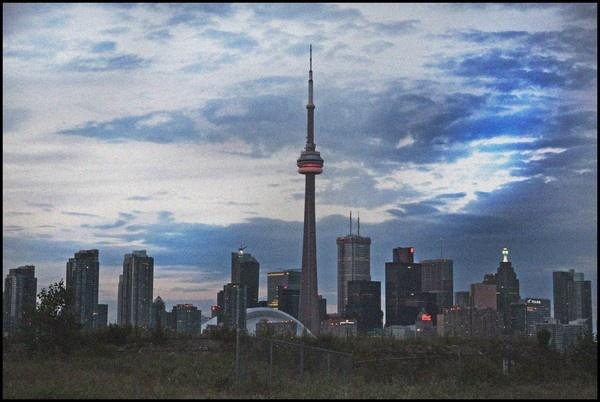 Toronto sky line by juliejump