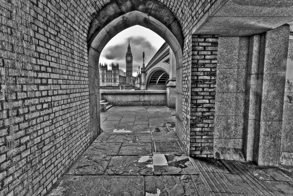 Big Ben Through The Arch. by stevec85