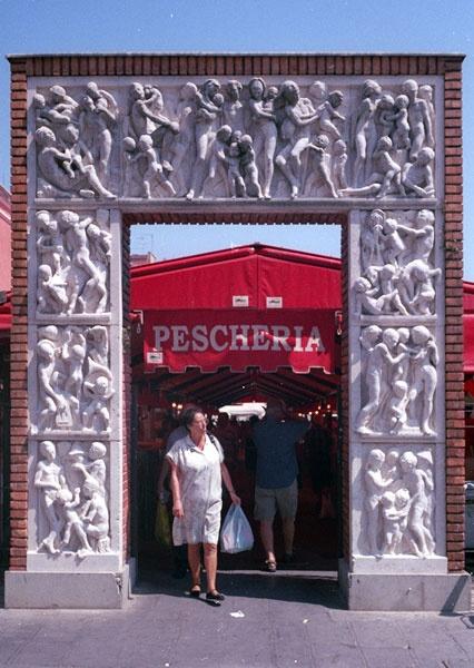 Pescheria, Chioggia 1 by GwailoAngMo
