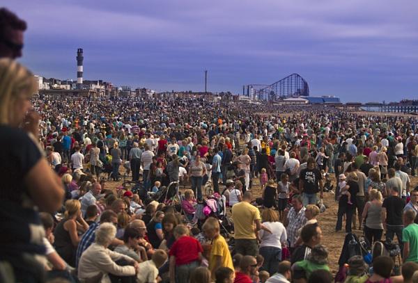 Crowded South Shore by chensuriashi