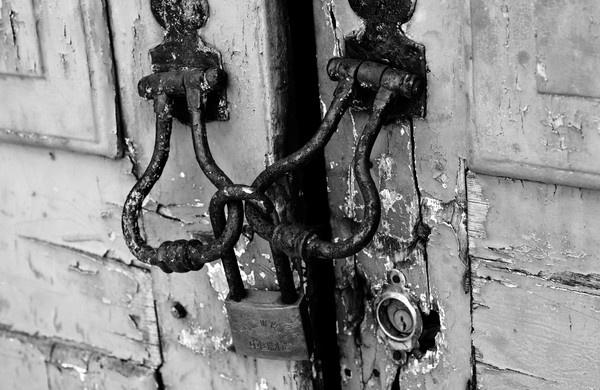 Locked-up by jrpics