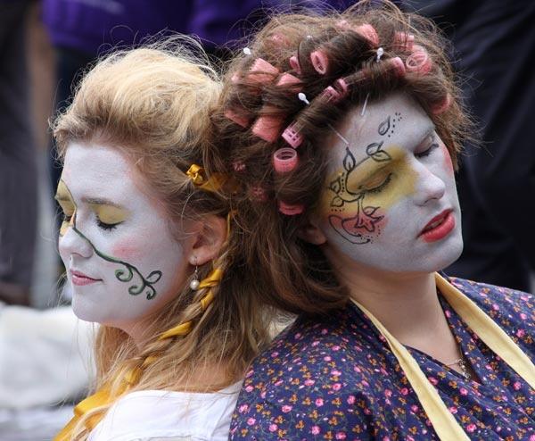 Edinburgh Festival 7456 by Mikebr