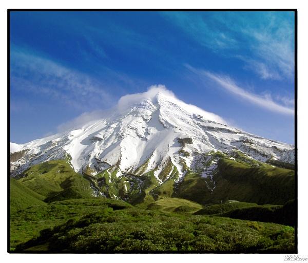 Mount Taranaki by RickyRossiter