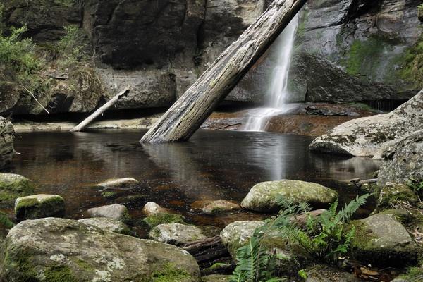 Snug Falls by Walkthru