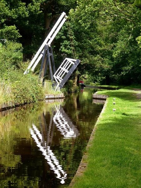 Llangollen Canal by Ianto74