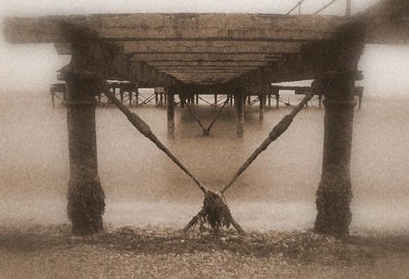 Rusty ol pier by NobbytheNobster