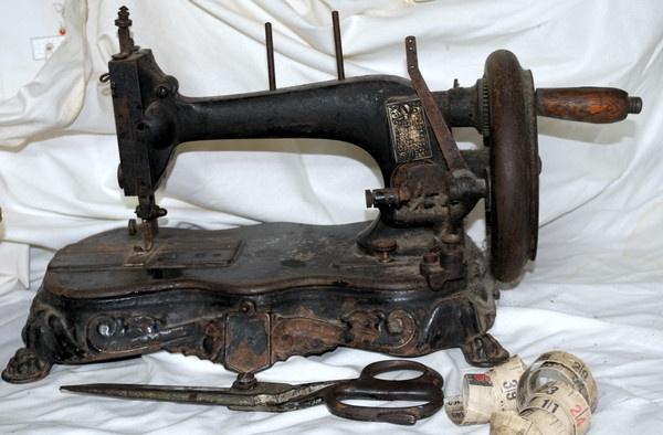 Grandma sewing machine by dusfim