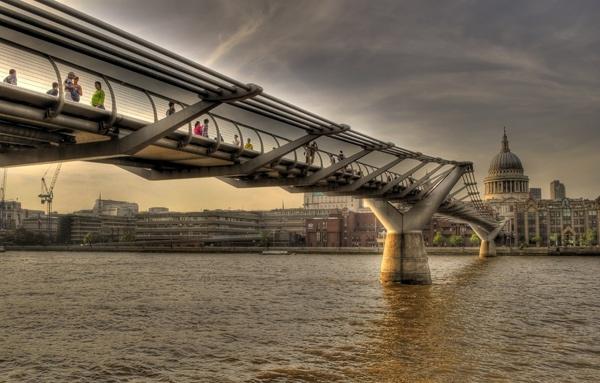 Millennium Bridge by neonknight