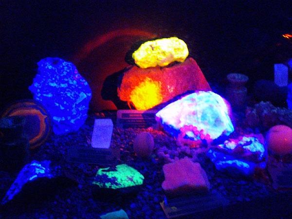 Minerals by UV by digitalgirl