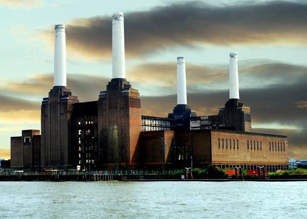 Batersea power station by geoffmilner