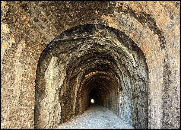 Tunnel by Freila