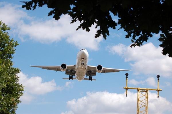 Heathrow Approch by GeorgeONeil