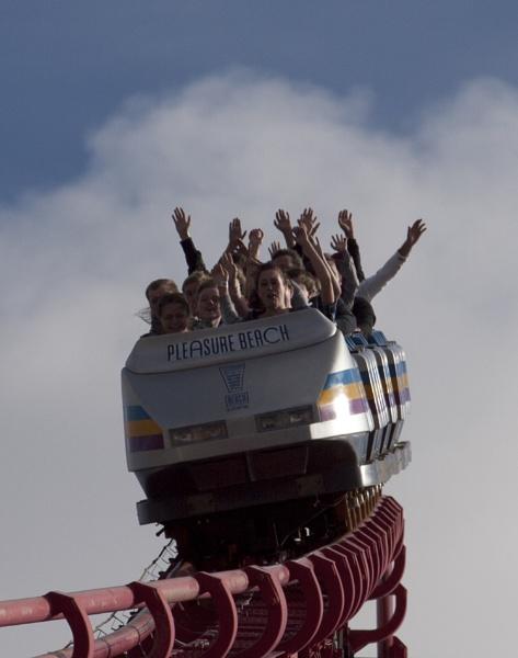 Rollercoaster!! by chensuriashi