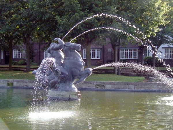 Port Sunlight Fountain by Ian_R