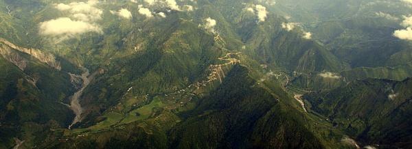 Approach into Kathmandu by georg