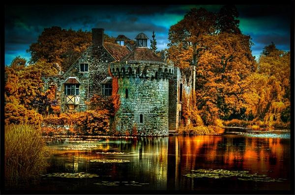 Scotney Castle by clintnewsham