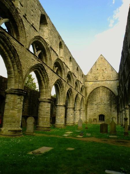 Dunkeld Cathedral by kelogie