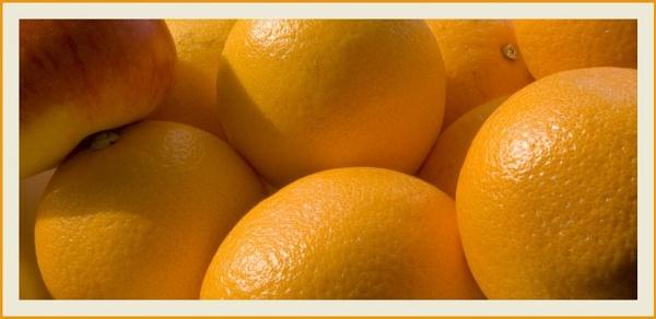 Apple \'n\' Oranges by Natzdad