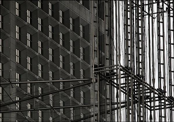Lift Shaft La Defense by pennyspike