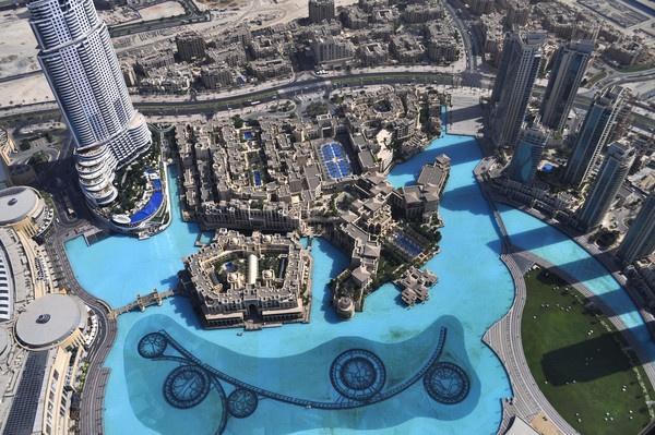 Burj khalifa --At the top by jambutty53