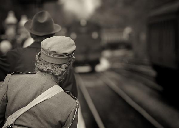 Last train home. by iansnowdon