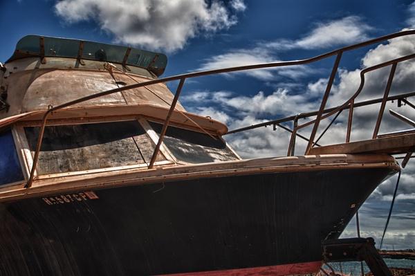 Kauai Boat by gajewski