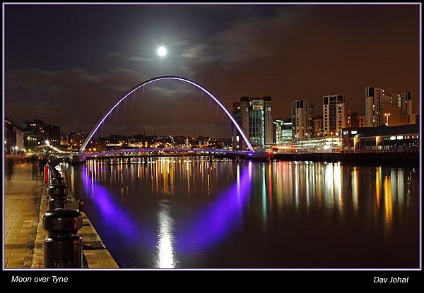 Moon over Tyne by davart