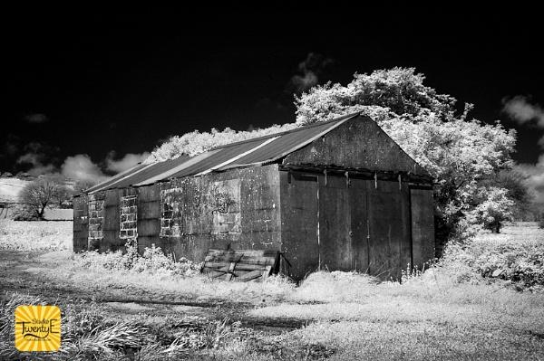 Infra Red Barn by simongreen