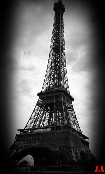 Eiffel Tower by mushroomgirl
