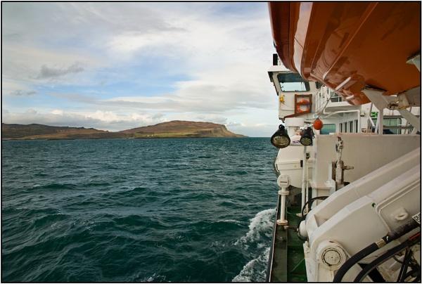 Eigg Ahoy ! by porty2003