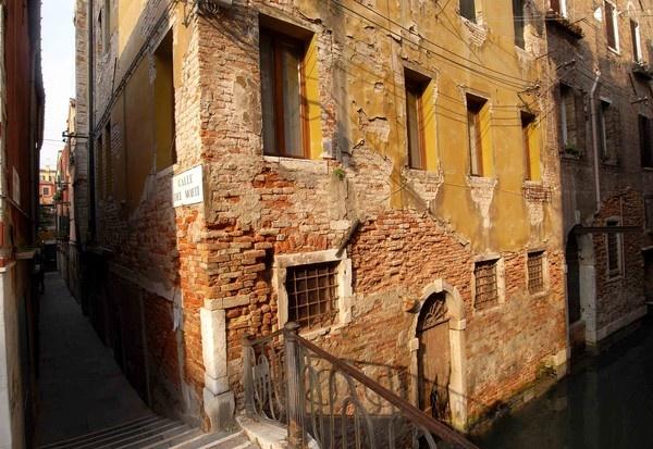 A quiet street in Venice by ShaunHamblin