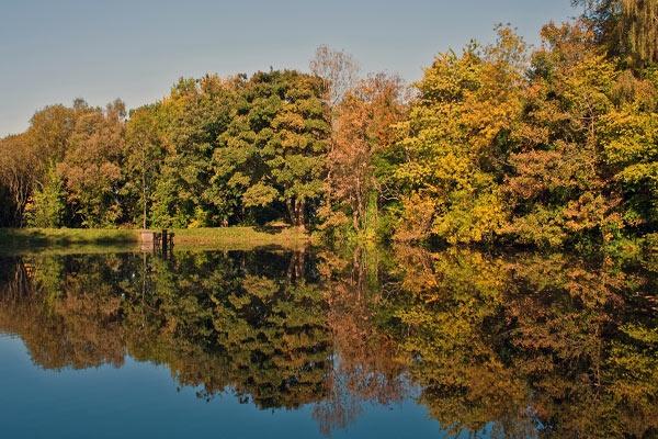 Autumn Reflections by iainglennie