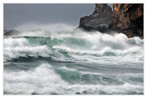 breaking waves by Bellai