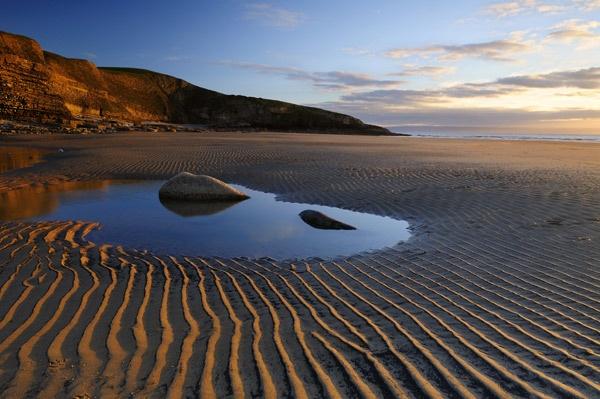 Contured Beach by gibbsy