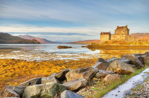Eileen Donan Castle By Day by paulrosser