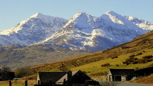 Snowdonia Mountain Range by hughsey