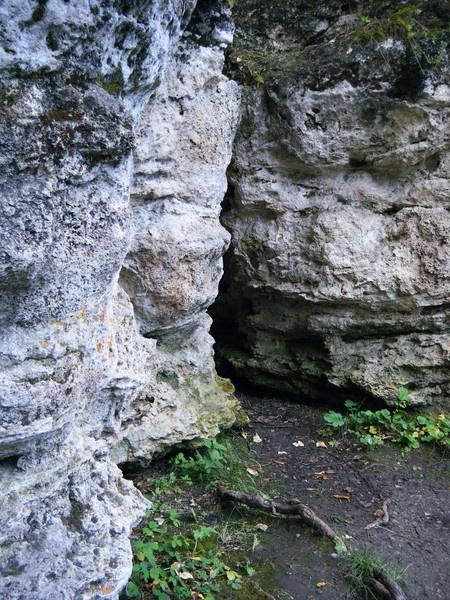Rocky Cavern by Whiterose