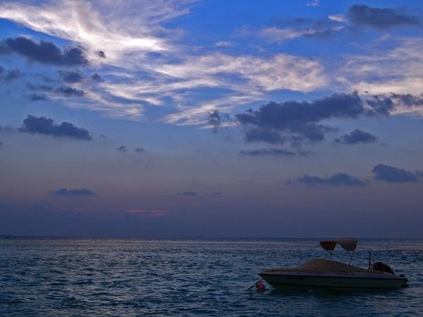 Blue sky. by thebigimp