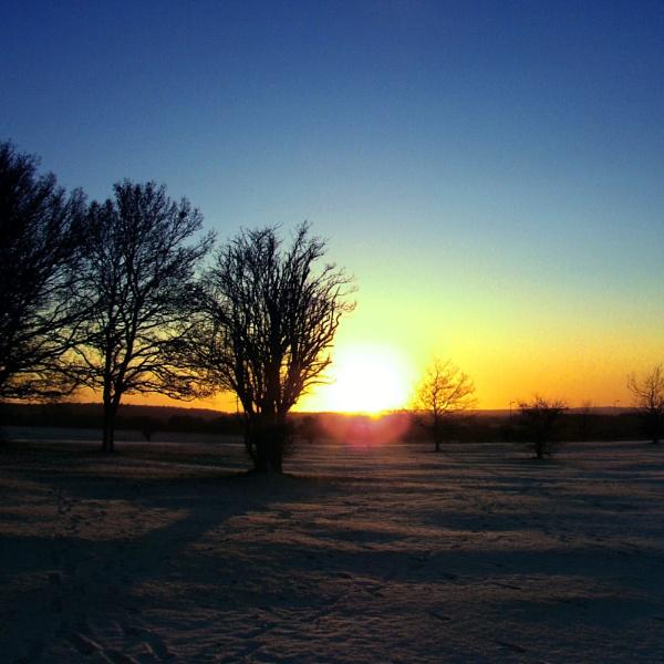 Sundown by Swanvio