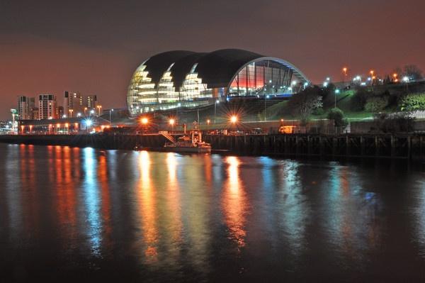 night  shot  in newcastle by tattsdurham