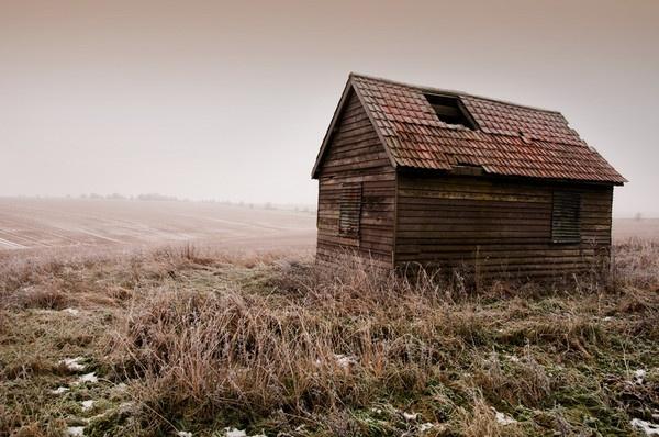 Shed in Fog by IainHamer