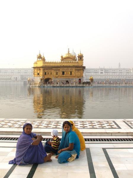 Golden Temple Pilgrims, Amritsar by TonyDy