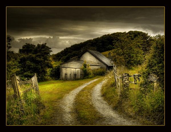 Forgotten Farm - HDR by pauldawn