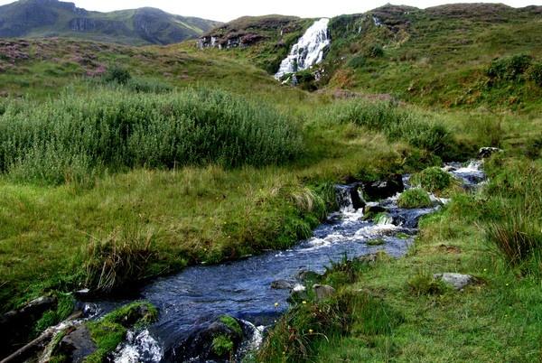 waters of skye by cairntable