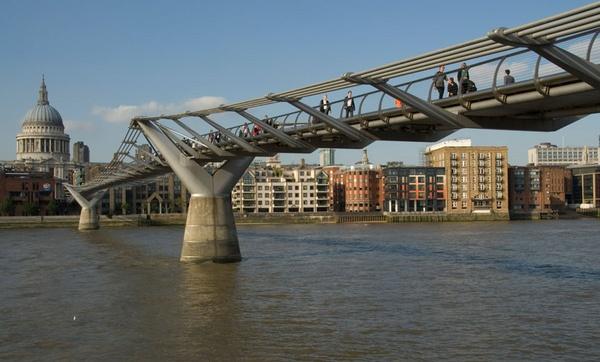 Millenium Bridge by alexanderL